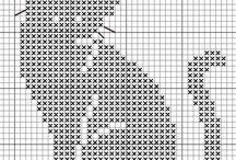 gatito en cruz