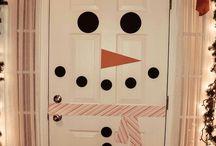 Christmas Door Ideas / Get festive with this Christmas door decoration ideas