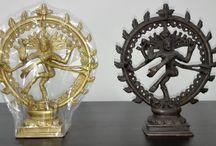 Productos espirituales - Bharat Artesania / Una gama de productos espirituales; malas y pulseras de distintos materiales, estatuas de deidades de madera y bronce, cuencos tibetanos, thalis, incienso e incensarios, tapices de buda y otros dioses hindúes.