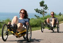 """jakim pojazdem ;) / jest wiele środków transportu, ja preferuje pojazd rowerowy jako najlepszy turystyczny środek transportu a wśród tych pojazdów rower poziomy trójkołowy (trike bike) -w Pol. zwana """"trajką"""", zalecam ludziom w wieku od 15 do 100 lat, zalety/możliwości ogromny zasięg, spora prędkość, zero zmęczenia i kosztów podróży ;)"""