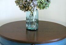 okragly stol / 1) ciemna góra, i ciemne nogi (wosk) plus chalk paint brudny roz?