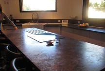 Une maison bois chaleureuse aux couleurs chocolat! / C'est en Haute-Garonne dans une commune rurale et dans leur flambante maison Ami Bois que nous avons retrouvé la famille F. Leur maison, construite en 2013, possède une surface de 115 m² et est inspirée du modèle Ami Bois HORIZON www.ami-bois.fr