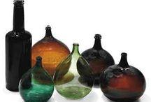 Garrafas antigas - Old wine bottles / Antigas garrafas e garrafões de vinho; Old wine bottles.