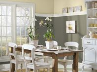 Living Room Paint Colors / by Kelly-Ann Krawchuk
