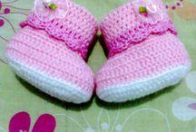 sapatinhos de bebe em crochê / modelos lindos e confortáveis para pezinhos tão delicados