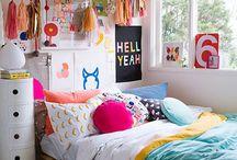 arany, kék, rózsaszín, c.sárga, lila szobák
