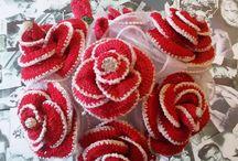 bouquet fiori all'uncinetto rosso / composizione completamente ad uncinetto