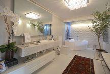 Decoração: Banheiro - Bathroom / Confira lindos banheiros feitos em diversos materiais e se inspire no que mais te deixa feliz. Visite www.thyaraporto.com/blog e confira ótimas dicas para decorar a sua casa.
