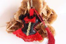 Les corsets en similicuir / La nouvelle collection de bijoux de sac, marque pages et acccessoire en similicuir