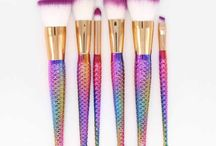 Cool Make-Up Brushes