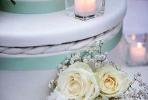 Italian Wedding Cakes / Italian wedding cakes decorated with fresh flowers - by Italian Wedding Company