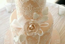 Garden/ Vintage Cakes / Inspiration board for garden themed and vintage-style cakes. Roses, fresh florals, lace, and delicate piping.