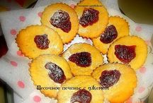 Печенье ,пироженое,рулеты