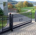Ogrodzenia / Ogrodzenia posesyjne i przemysłowe to systemy furtek, bram i przęseł ogrodzeniowych, które mogą być dowolnie wykorzystane i zestawione ze sobą. Mogą też być one dowolnie wykończone na wybrany przez klienta kolor.