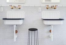 Badezimmer / Das Badezimmer ist heute ein wichtiger Wohlfühl- und Wellnessbereich - hier sammelt Wohnglück die schönsten Ideen für ein perfektes Bad mit Dusche, Waschbecken und WC.
