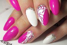 pink körmök