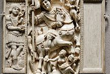 Ivoire Barberini (début VI°s) Byzantin, offert à la reine franque Brunehilde / Objet d'art byzantin de l'Antiquité tardive (1° moitié du VI°s). Conservé au MUSEE DU LOUVRE à Paris (Inventaire OA 9063). C'est un feuillet composé de 4 plaques sculptées (H 34,20 cm. L: 26,80 cm. Pr 2,80 cm). Attribué à un atelier original de CONSTANTINOPLE. L'Empereur figuré est soit ANASTASE soit JUSTINIEN, offert par l'Empereur MAURICE à la reine franque BRUNEHILDE