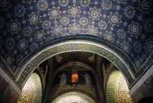 OVS Arts of Italy: le opere / L'Italia è sintesi di bellezze. Un patrimonio che non ha eguali e appartiene a tutti noi. Riscopriamolo e valorizziamolo insieme: è l'intento del progetto OVS  Arts of Italy, una collezione in edizione limitata ispirata a dettagli preziosi e motivi unici tratti da alcuni dei capolavori dell'arte italiana. Perché la bellezza non è soltanto un valore ma un'esperienza da condividere.