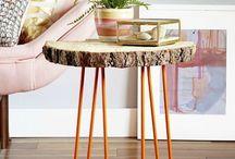 Taburetes y mesas
