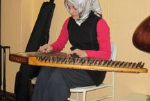 Kanun Kursu Unkapanı Sanat İstanbul / Konservatuar mezunu öğretmenler eşliğinde sanatla tanışmanın en profesyonel adı: Unkapanı Sanat Kanun Dersi Kanun Dersleri Bazen sert, bazen yumuşacık havası ile kanuna hakim olun. 200 TL / Aylık İletişim Bilgileri  Ünlü İş Merkezi. A Blok. No:24 Unkapanı - İstanbul (ZeyrekCafe Yanı) Telefon: 0 (212) 621 64 95 Telefon: 0 (532) 585 46 77