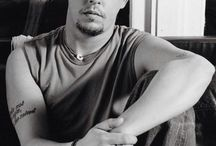 Alexander McQueen: A Tabulous Tastemaker / A look at the life and design career of Alexander McQueen.