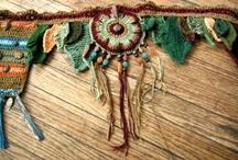 Вязаный пояс крючком и браслеты