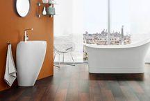 Tarima en baños / Ahora también tarima en sus baños. Fabricados para el aguante de zonas húmedas, y de un alto tránsito.