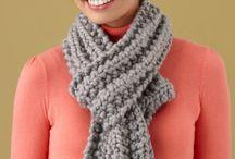 Loom knitting/telar
