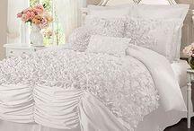 Comfy bedroom bliss / by Sabrina Delgado