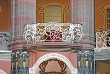 Balconys and bay windows
