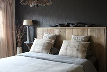 Wand achter bed hout