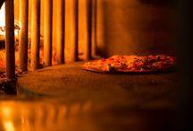 Die Pizzeria aus Ismaning / wir backen unsere Pizzen ganz traditionell in einem Holzofen, der mit Buchenholz befeuert wird.