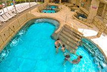 Clientes - Magic City / O Magic City é um dos maiores complexos de lazer do país. Reúne diversas atrações para pessoas de todas as idades, entre elas parque aquático (com piscinas aquecidas, toboáguas, área VIP e uma piscina com ondas), parque de diversões, esportes de aventura, pousada e restaurante.