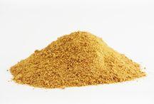 Sucre de Coco / Obtenu à partir de la sève de ses fleurs, le sucre de coco est l'un des rares sucres bénéficiant d'un index glycémique faible et présentant des bénéfices nutritionnels. Sa délicieuse saveur de caramel est un allié précieux de vos desserts et boissons.
