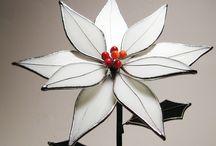 Witte 3D bloem met rood hartje