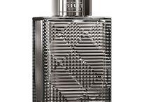 Burberry / Marca de luxo britânica conhecida pelos trench coats. Os perfumes Burberry são representados por elementos icônicos e extremamente elegantes.