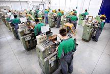 Operatore Meccanico Macchine Utensili / Immagini delle attività del settore meccanico macchine utensili nei percorsi triennali di formazione per i giovani dopo la scuola media (IeFP) I corsi sono attivi a Cittadella (PD) - Conselve (PD) - Isola della Scala (VR) - Legnago (VR) - Padova - Piove di Sacco (PD) - Porto Viro (Ro) - Rovigo