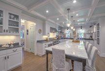 Kitchens / by Kimberly Jordan