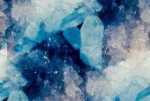 kristalleja ja kivejä