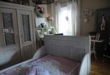 Lara's bedroom / by Vivian Rutten-Simons