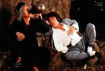 """directora: Hui Chang / No fue hasta 1978 cuando Jackie logró su primer éxito con la película """"Snake in the Eagle's Shadow"""" (""""Se ying diu sau"""" o """"La serpiente a la sombra del águila"""") a las órdenes del director Yuen Woo Ping, que le permitió realizar su propio estilo en la interpretación hasta el punto de crear un nuevo género: el kung fu de comedia. A los órdenes de ese mismo director realizó """"Drunken Master"""" (""""Jui kuen"""" o """"El mono borracho en el ojo del tigre"""") el primer éxito internacional"""
