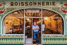 Paris'in ikonik vitrinleri / Fotoğrafçı Sebastian Erras, şehirlerdeki eski ve ikon haline gelmiş vitrinleri fotoğraflıyor.Paris'in ikonik vitrinleri Daha önce Venedik, Barselona ve Londra'yı gezerek ilginç zeminleri fotoğraflayan Sebastian Erras, yeni bir proje yapıyor. Bir baskı şirketiyle beraber yürüttüğü projede Erras, Avrupa'nın büyük şehirlerindeki vitrinleri fotoğraflıyor.
