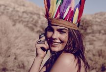 ➳Feather Folk Navajo➳ / La plume, un de nos symboles de prédilections, l'esprit sauvage, libre et coloré des oiseaux nous inspirent!
