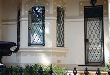 Leading windows for hallway doors