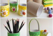 rolos papel higiénico, frascos, garrafas e latas