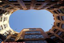 Casa Mila / Apartamentowiec zaprojektowany przez słynnego architekta Barcelony Antonio Gaudiego na zlecenie biznesmena Pedro Mila. Budowla wyróżnia się na tle innych tym, że nie ma ani jednej linii prostej. Na strychu znajduje się wystawa prac Gaudiego.