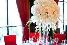 Aranjamente nunta Raul Rusescu / Aranjamente nunta Raul Rusescu Steaua huse scaun rosii fata de masa nearga cu model sfesnice inox cu suport lumanari si decoratiuni florale IssaMariage IssaEvents Valcea Bucuresti