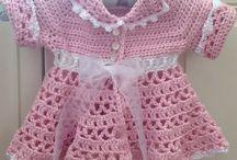 lysrød kjole hvid bånd2
