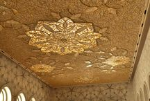 Extraordinary ceilings / Painted and gilded ceiling mouldings of crown interiors