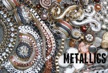 Statement Kettingen / Ketting van Metaal / De Nieuwe Metallics - Een mooie collectie pronk juwelen in verschillende kleuren metaal.